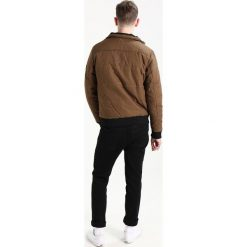 Chasin' LEWIS WOODS Kurtka przejściowa khaki. Brązowe kurtki męskie przejściowe marki Chasin', l, z bawełny. W wyprzedaży za 345,95 zł.