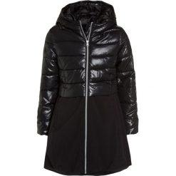 Benetton GIRL Płaszcz zimowy black. Czarne kurtki chłopięce marki Benetton, na zimę, z materiału. W wyprzedaży za 199,20 zł.