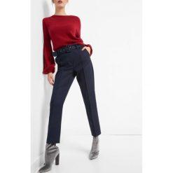 Spodnie w kant z paskiem. Niebieskie rurki damskie marki Orsay, z haftami, z bawełny. W wyprzedaży za 90,00 zł.