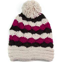 Czapka damska kolorowa i wielki pompon beżowo różowa. Brązowe czapki zimowe damskie marki Art of Polo, w kolorowe wzory. Za 36,52 zł.