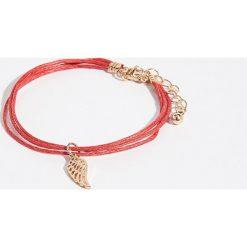 Bransoletka ze skrzydłem - Czerwony. Czerwone bransoletki damskie na nogę Sinsay. Za 7,99 zł.