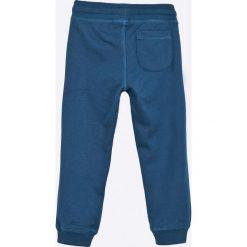 Blukids - Spodnie dziecięce 98-128 cm. Niebieskie spodnie chłopięce Blukids, z nadrukiem, z bawełny. W wyprzedaży za 39,90 zł.