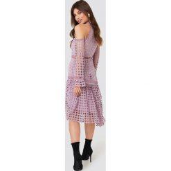 Długie sukienki: True Decadence Sukienka z wycięciami na ramionach - Purple