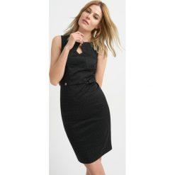 Sukienki balowe: Ołówkowa sukienka w kropeczki