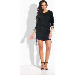 Elegancka sukienka ze ściągaczami czarna CHRISTINE. Czarne sukienki balowe Lemoniade, z okrągłym kołnierzem. Za 99,90 zł.
