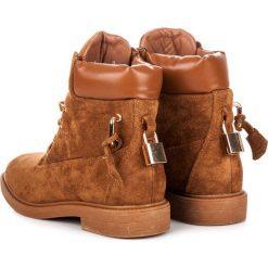 Zamszowe workery wiązane wstążką ISABELLE. Czarne botki damskie na zamek Ideal Shoes, z zamszu. Za 133,90 zł.