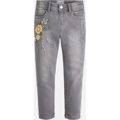 Mayoral - Jeansy dziecięce. Szare jeansy dziewczęce Mayoral, z bawełny. W wyprzedaży za 89,90 zł.