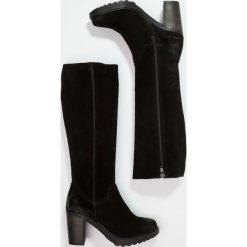 Lazamani Kozaki na platformie black. Czarne buty zimowe damskie marki Kazar, z futra, przed kolano, na wysokim obcasie, na koturnie. W wyprzedaży za 363,30 zł.
