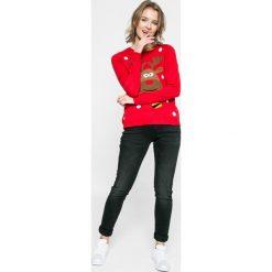 Calvin Klein Jeans - Jeansy. Jeansy damskie rurki marki Calvin Klein Jeans, z aplikacjami, z bawełny. W wyprzedaży za 239,90 zł.