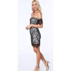 Sukienka koronkowa z odkrytymi ramionami biało-czarna ZZ277. Czarne sukienki koronkowe marki Fasardi, m. Za 99,00 zł.