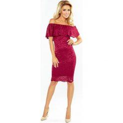 Luisa Sukienka koronkowa - hiszpanka - bordowa. Szare sukienki hiszpanki marki Molly.pl, l, w koronkowe wzory, z koronki, eleganckie, z dekoltem typu hiszpanka, z krótkim rękawem, midi, dopasowane. Za 219,99 zł.
