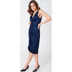 Sukienki hiszpanki: Hannalicious x NA-KD Sukienka ze sznurkiem – Navy