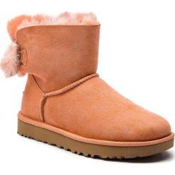 Buty UGG - W Fluff Bow Mini 1094967 W/Sntn. Szare buty zimowe damskie marki Ugg, z materiału, z okrągłym noskiem. Za 919,00 zł.