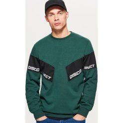 Bluza z panelami - Zielony. Zielone bluzy męskie rozpinane marki Pull & Bear, z napisami. Za 99,99 zł.