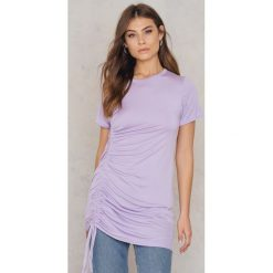 Boohoo Sukienka typu T-Shirt - Purple. Czarne sukienki z falbanami marki Boohoo, l, z poliesteru. W wyprzedaży za 24,29 zł.