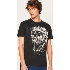 T-shirt regular fit z rockowym nadrukiem - Czarny. Czarne t-shirty męskie z nadrukiem marki Reserved, l. Za 49,99 zł.