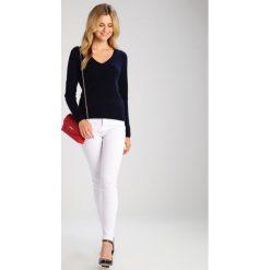 FTC Cashmere PULLI V NECK Sweter midnight. Niebieskie swetry klasyczne damskie FTC Cashmere, m, z kaszmiru. Za 959,00 zł.