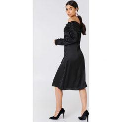 Sukienki hiszpanki: NA-KD Party Sukienka z odkrytymi ramionami – Black