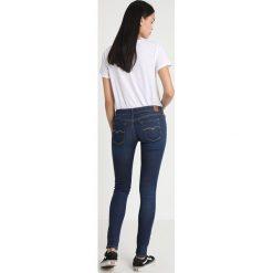Replay LUZ PANTS Jeans Skinny Fit coated denim. Niebieskie jeansy damskie relaxed fit marki Replay. Za 659,00 zł.