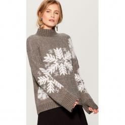 Sweter z motywem zimowym - Szary. Szare swetry klasyczne damskie Mohito, l. Za 129,99 zł.