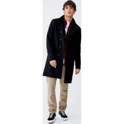 Czarny płaszcz z wełnianego flauszu. Czarne płaszcze na zamek męskie Pull&Bear, m, z wełny. Za 299,00 zł.
