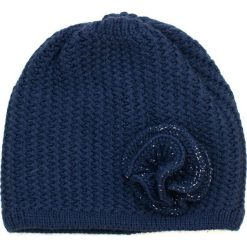 Czapka damska Spokojny kwiat granatowa. Niebieskie czapki zimowe damskie marki Art of Polo. Za 42,47 zł.
