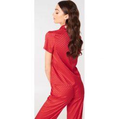 NA-KD Żakardowa koszula z krótkim rękawem - Red. Czerwone koszule damskie NA-KD, z żakardem, z krótkim rękawem. Za 40,95 zł.