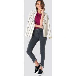 Spodnie damskie: NA-KD Trend Jeansy ze skośnym brzegiem - Grey