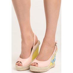 Różowe Sandały Butterfly. Czerwone sandały damskie Born2be, z materiału, na koturnie. Za 49,99 zł.