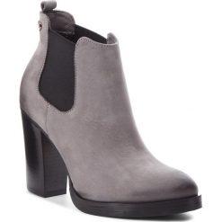 Botki CARINII - B4669  J51-000-POL-B77. Szare buty zimowe damskie Carinii, z nubiku, na obcasie. Za 419,00 zł.