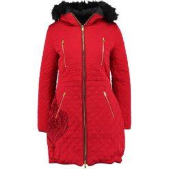 Desigual ABRIG AZUL Płaszcz zimowy borgona. Czerwone płaszcze damskie pastelowe Desigual, na zimę, z materiału. W wyprzedaży za 494,45 zł.