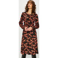 Only - Sukienka. Brązowe sukienki z falbanami marki ONLY, na co dzień, z poliesteru, casualowe, z okrągłym kołnierzem, midi, proste. Za 169,90 zł.