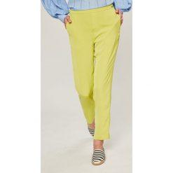 Guess Jeans - Spodnie Eleanor. Szare boyfriendy damskie Guess Jeans, z podwyższonym stanem. W wyprzedaży za 299,90 zł.