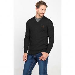 Sweter w kolorze czarnym. Czarne swetry klasyczne męskie marki Jimmy Sanders, m. W wyprzedaży za 99,95 zł.