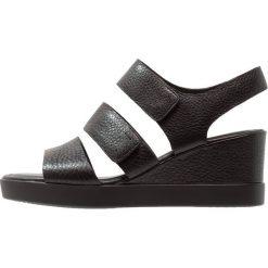 Ecco SHAPE WEDGE PLATEAU Sandały na platformie black. Czarne sandały trekkingowe damskie ecco, z materiału, na koturnie. Za 569,00 zł.