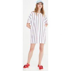 Koszulka sukienka w paski. Białe sukienki hiszpanki Pull&Bear, w paski. Za 39,90 zł.