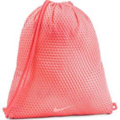 Plecak NIKE - BA5262 671. Brązowe plecaki męskie Nike, z materiału, sportowe. Za 49,00 zł.