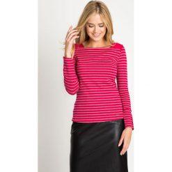 Różowa bluzka w paski z guziczkami QUIOSQUE. Czerwone bluzki asymetryczne QUIOSQUE, uniwersalny, w paski, z dzianiny, z dekoltem w łódkę, z długim rękawem. W wyprzedaży za 29,99 zł.
