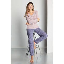 Górna część od piżamy Sarah. Szare piżamy damskie Astratex. Za 48,59 zł.