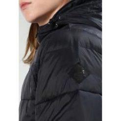 Vans WOODCREST Kurtka zimowa black. Czarne kurtki męskie zimowe Vans, m, z materiału. W wyprzedaży za 359,40 zł.