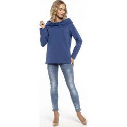 Wygodna Cienka Chabrowa Bluza z Szerokim Kominem. Czerwone długie bluzy damskie marki Molly.pl, l, z jeansu, biznesowe, z dekoltem na plecach, z długim rękawem. Za 129,90 zł.