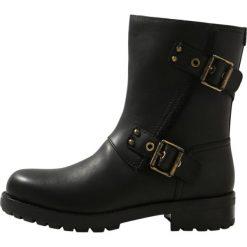 UGG NIELS Botki black. Czarne buty zimowe damskie Ugg, z materiału. Za 969,00 zł.