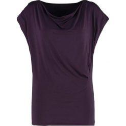 Curare Yogawear Tshirt basic dark aubergine. Fioletowe t-shirty damskie Curare Yogawear, xs, z elastanu. Za 189,00 zł.