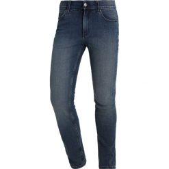 Cheap Monday TIGHT Jeans Skinny Fit steel. Niebieskie rurki męskie marki Tiffosi. W wyprzedaży za 146,30 zł.