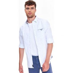 KOSZULA MĘSKA O DOPASOWANYM KROJU Z MELANŻOWEJ TKANINY. Szare koszule męskie marki Top Secret, na jesień, m, z tkaniny, z długim rękawem. Za 64,99 zł.