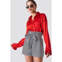 NA-KD Satynowa koszula - Red. Czerwone koszule damskie NA-KD, z materiału. Za 121,95 zł.