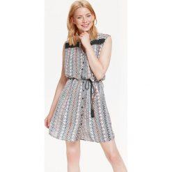 Sukienki: SUKIENKA DAMSKA WE WZORY, Z NADRUKIEM