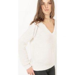 Swetry damskie: Sweter błyszczący, dekolt w serek, bawełna