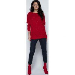 Czerwony Sweter Lekki Ażurowy Nietoperz. Czerwone swetry klasyczne damskie Molly.pl, uniwersalny, z dzianiny, z dekoltem w łódkę. Za 119,90 zł.