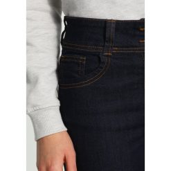 Anna Field Jeansy Slim Fit rinsed denim. Czarne jeansy damskie relaxed fit marki Anna Field. W wyprzedaży za 134,10 zł.